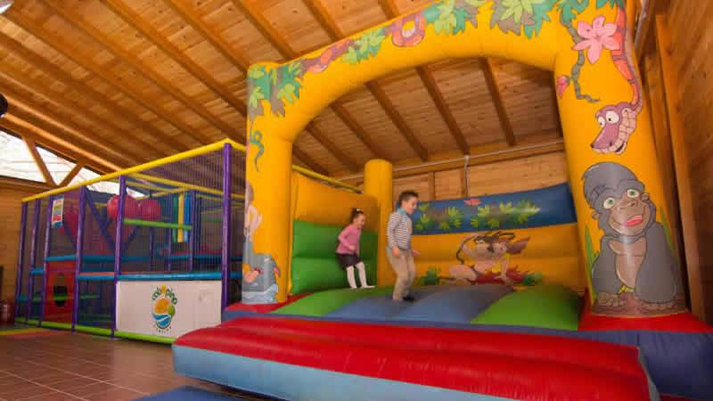 Zona infantil del Camping Cabopino