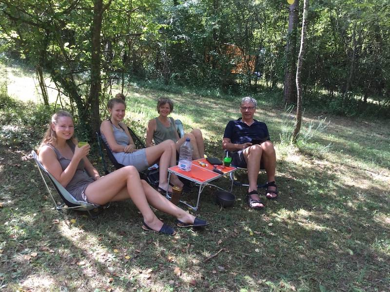 17 Can Banal camping family
